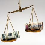 Рубль и доллар на весах