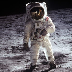 Какова зарплата космонавта в России в 2018 - 2019 году